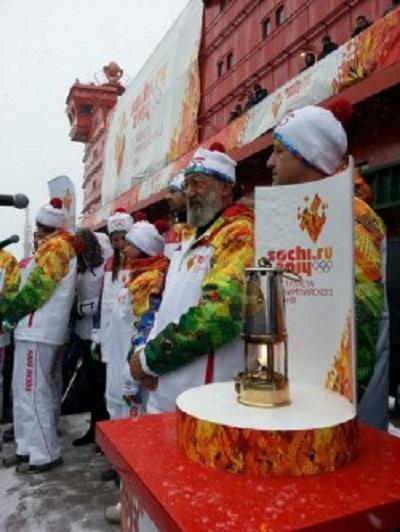Олимпийский огонь ушел на Вершину мира