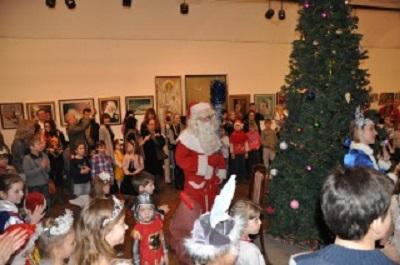 """Новогодняя ёлка в """"Русском Доме""""  собрала  детей наших соотечественников из целой Сербии."""