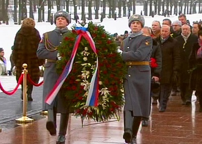 Тысячи петербуржцев почтили память жертв блокады