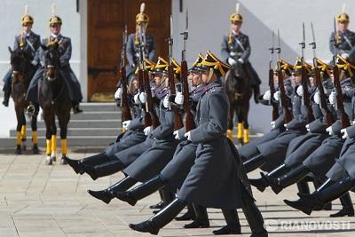 Первая в 2014 г церемония развода караулов пройдет в Кремле 12 апреля