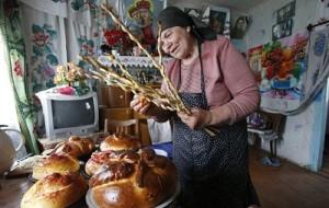 Православные верующие в Великую субботу готовятся к встрече Пасхи