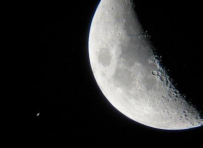 Роскосмос работает над проектом ракеты для полета на Луну